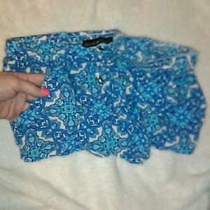 Derek Heart Shorts - EUC Derek Heart Floral Print Shorts size Medium 💥